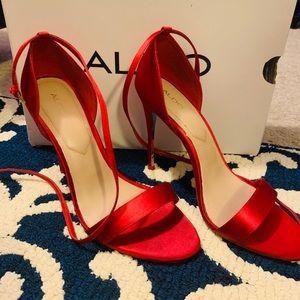 Red satin Aldo heels size 8.5 👠